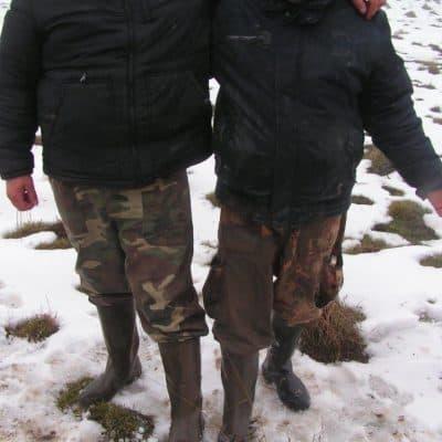 a hó eltakarta a bombatölcsérek befagyott jegét